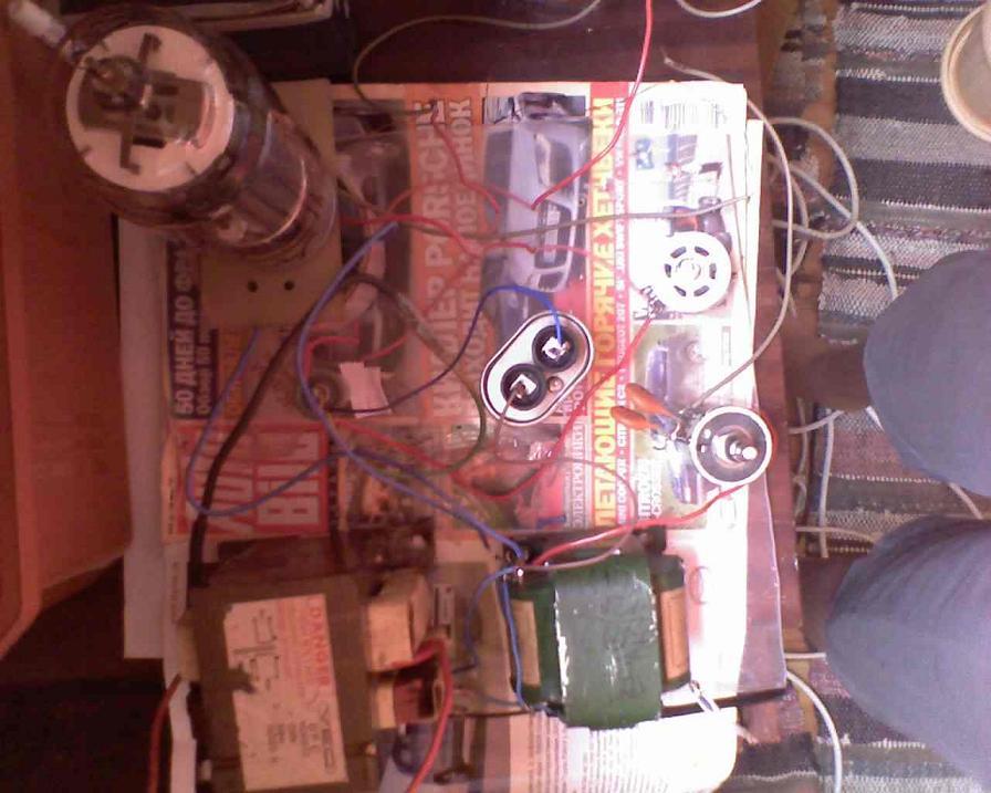 Устройство: Схема устройства выполнена на генераторной лампе ГК71 здесь она включена пентодом.  Катушка L1 выполнена...