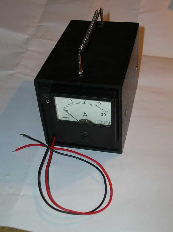 Простейший тестер свинцовых 12-вольтовых аккумуляторов можно собрать за пару часов.  Он состоит из вольтметра с...