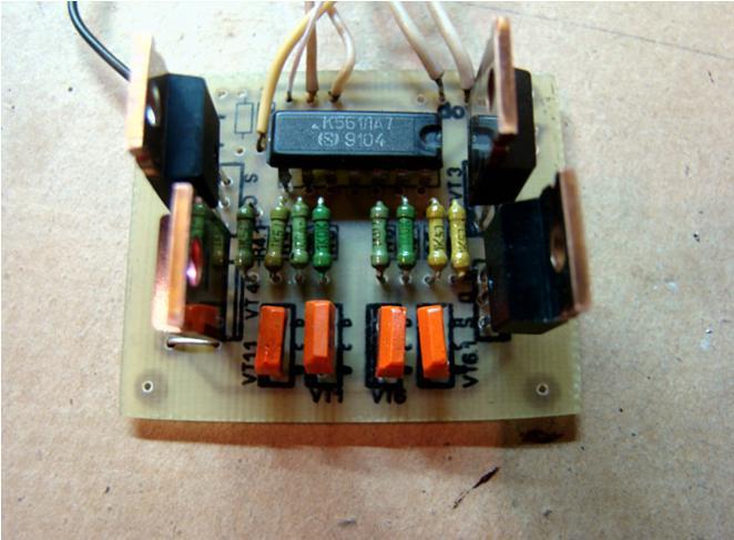 Мостовая схема переключения полярности электродвигателя.