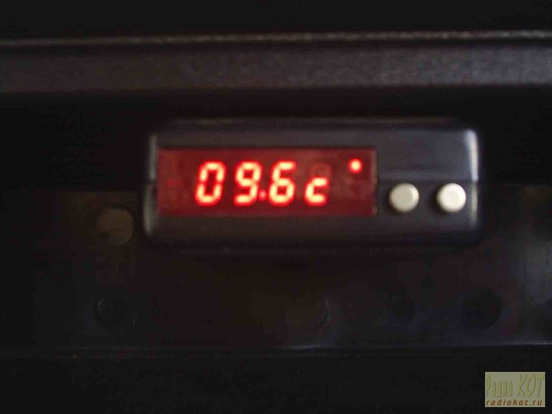 Универсальный прибор для автомобиля Часы, термометр, вольтметр, тахометр.
