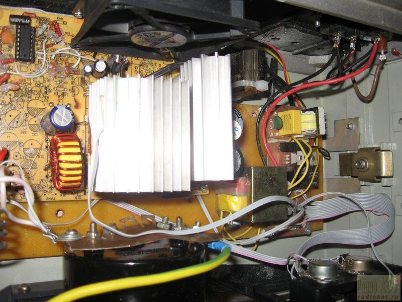 Зарядное устройство с микроконтроллерным сторожем.