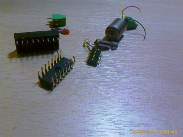 Простейшие роботы на одной микросхеме.